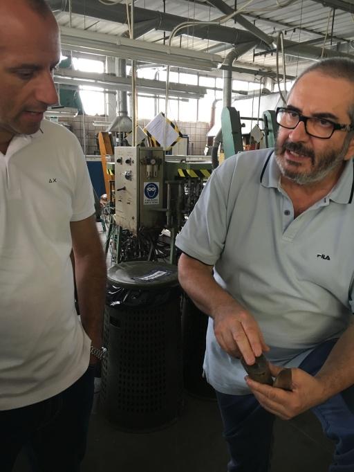 Andrea Berti mostra la tipologia perfetta di corno da adattare ad un coltello